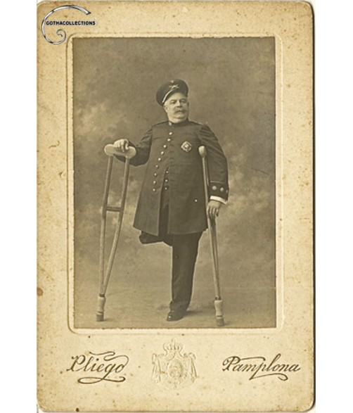 Old picture of a crippled Colonel of Infantry. Period Alfonso XIII.